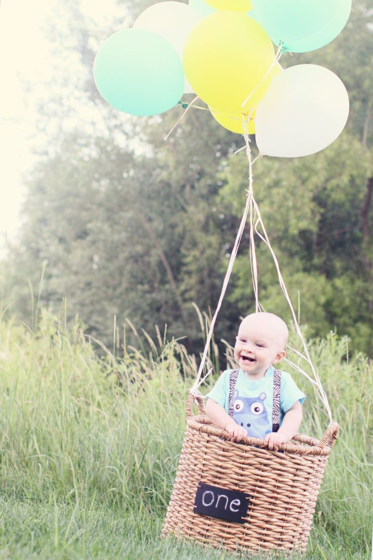 Owen. Photography by Lindsey Salens. Baby's one year picture.