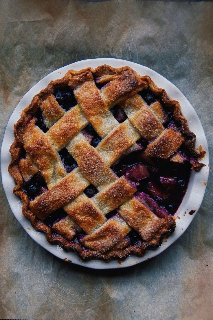 Blueberry Rhubarb Pie + recipe #summerrecipe #blueberry #rhubarb