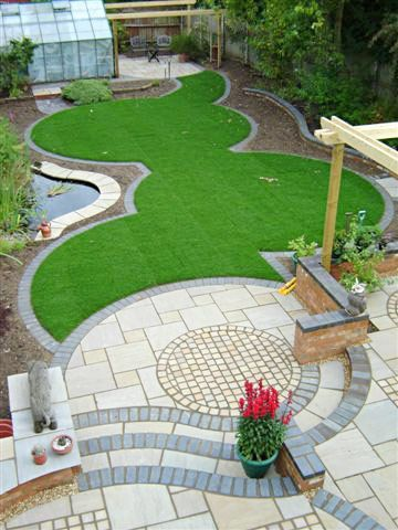 Indian stone in soft colours is broken up with smaller setts in the same material to create the patio