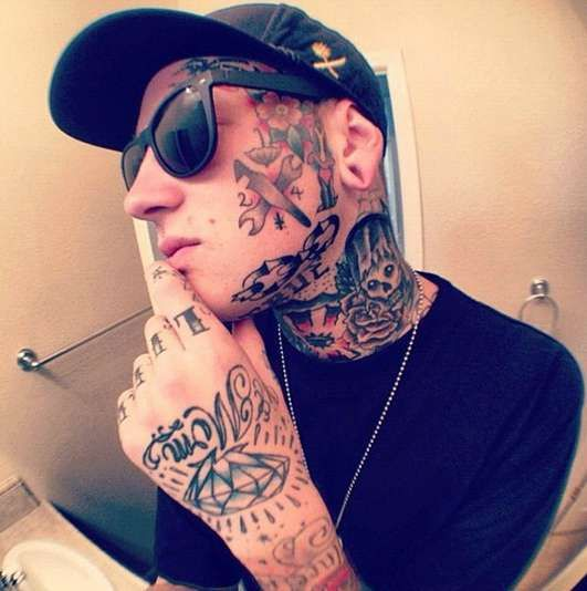face tattoos cool designs for all tattooideason tattoos for men pinterest discover best. Black Bedroom Furniture Sets. Home Design Ideas