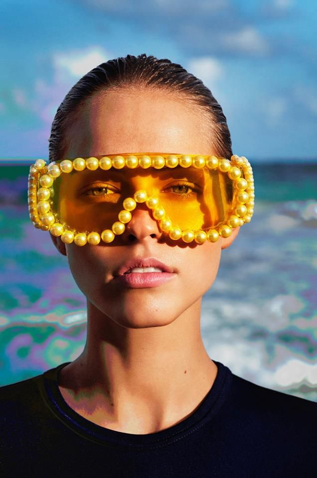 Iconic Artist of Photography SOLARISATION The most amazing Issue 9 images! Leica S Magazine summer 2017 Super Model Caroline Kelley SolariSation video photgraphy: Enrique Badulescu vimeo: Mihai Badulescu styling: Romina Herrera Malatesta features Mercura NYC giant yellow pearls on visor — in Mexico.