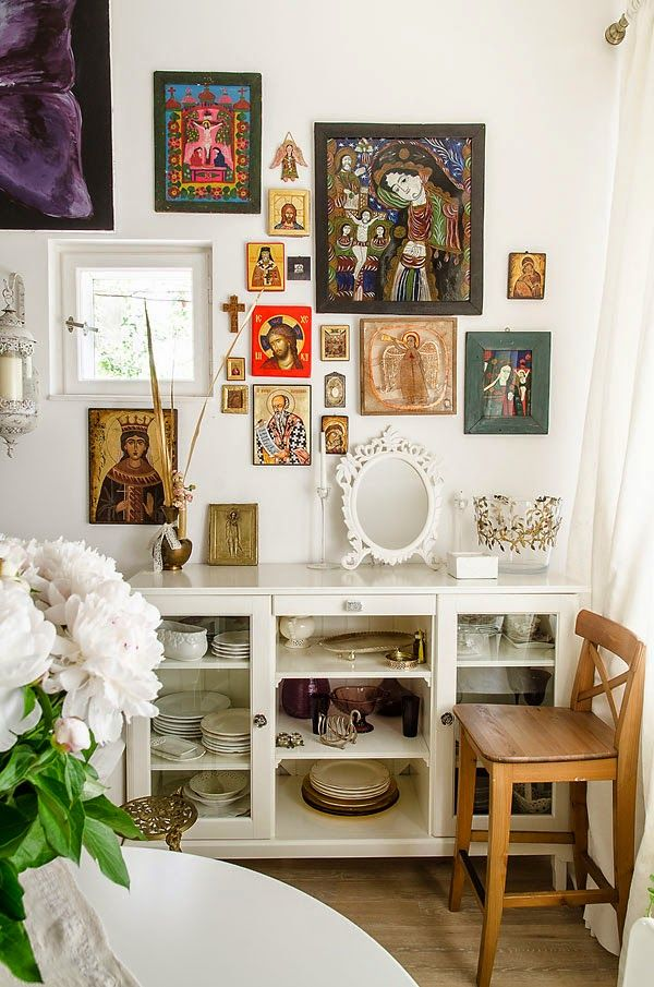 Home tour: estilo cottage com arte religiosa