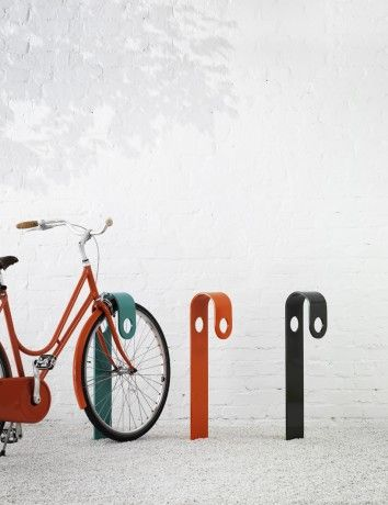 Bicycle stands are a staple of the city landscape. Their functional shapes are easy to distinguish, and the lateral line-ups they form in urban centres are hard to miss. With this in mind, Note set out to create a cycle stand that is bold enough to stand out against an urban backdrop, yet at close range, appear smaller. The broad band of metal forming HooK's structure enables it to be seen from a distance, while its narrow width appears to streamline its shape when viewed from the side.