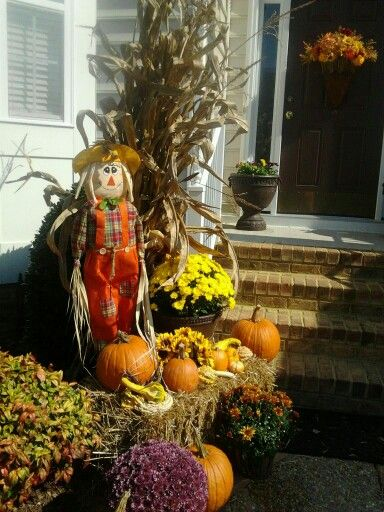 A pretty simple fall display using hay bale, cornstalk ...