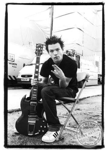 #HappyBirthday 03/21 Deryck Whibley (Sum 41) @Sum41 http://youtu.be/7pE8ReA5cn4 #Aries