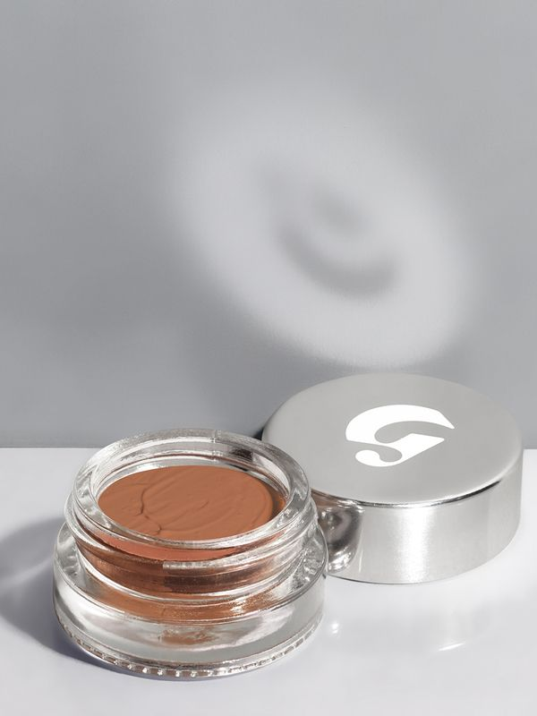 A dewy concealer that looks and moves just like real skin instead of caking on or creasing.