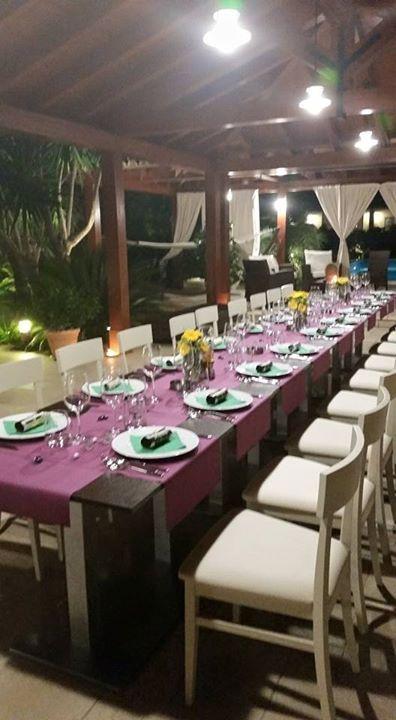 Menta e Rosmarino nasce in un contesto di Palermo. La passione dello chef Eleonora Raia, nonché padrona di casa, mette a disposizione la sua cucina ai suoi ospiti, cucinando piatti tipici del luogo per ogni genere di evento.