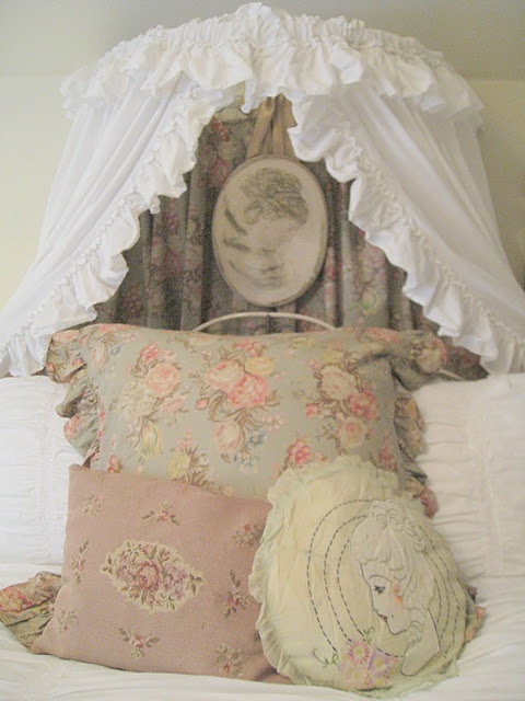 Shabby Chic Pillow Ideas : 297 best images about Pretty Linens/Pillows on Pinterest Shabby chic, Bed linens and Ideas for ...