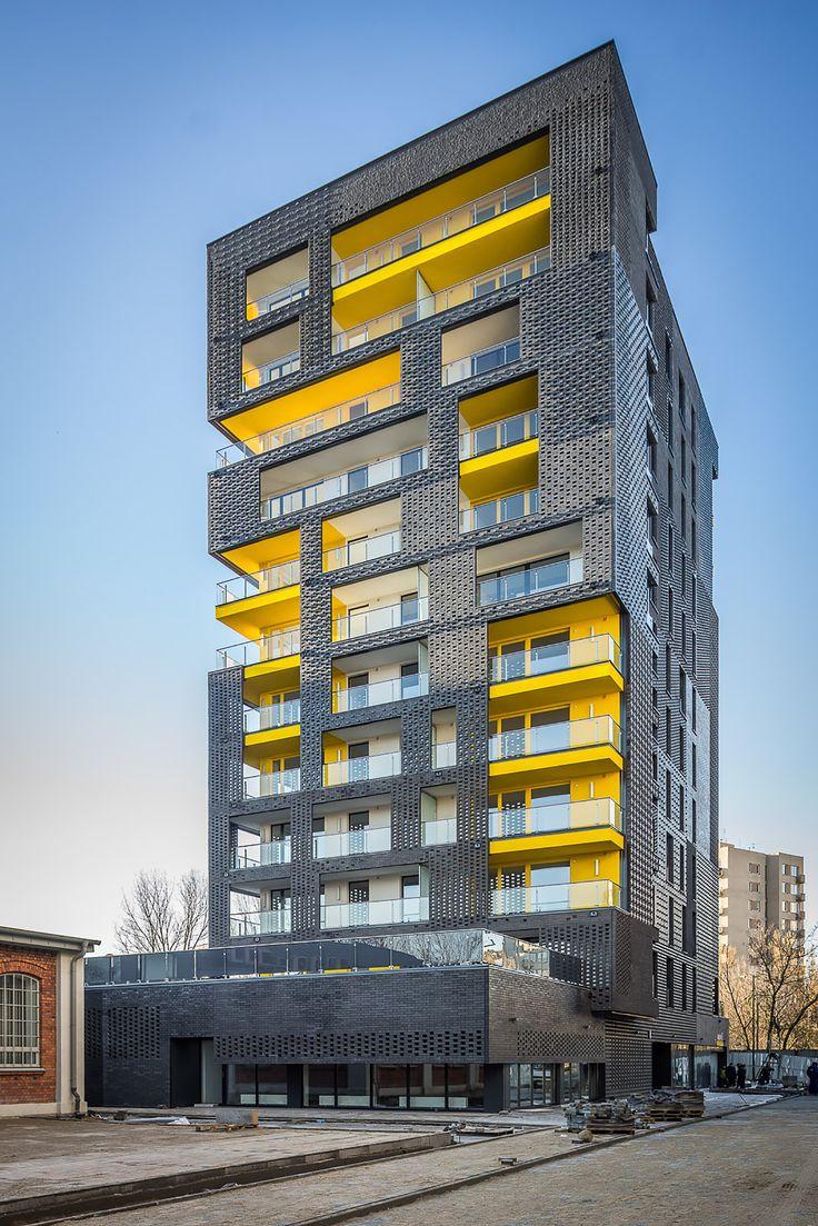 Construído na 2013 na Varsóvia, Polônia. Imagens do Jakub Certowicz. O primeiro edifício projetado e desenvolvido como parte do complexo é o Rebel One. É um dos dois dominantes arquitetônicos previstos no projeto de um...