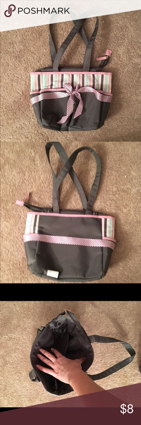 Small diaper bag Enough room for bottles, wipes, diapers and other small stuff (diaper rash cream, pacifier) Bags Baby Bags