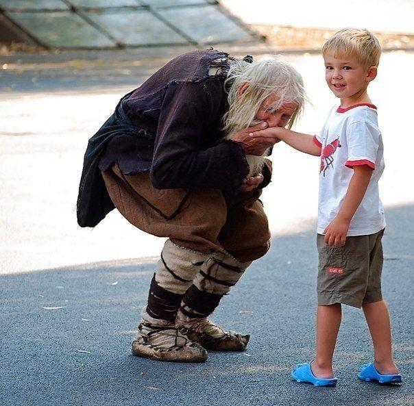 В болгарской деревне Баилово живет некий дедушка Добри, 98 лет от роду. Этого человека часто видно около собора святого Александра Невского в Софии. Одет он в старые одежды и обувь. Но в 2010 году один журналист сделал открытие, найденные в архивах церкви
