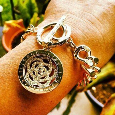 Nikki Lissoni has the most gorgeous bracelets! - xx -