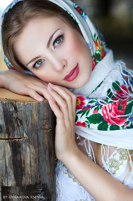 Russian beauty. Russian girls. Russian traditional floral pattern on the Pavlopassadskie scarf.