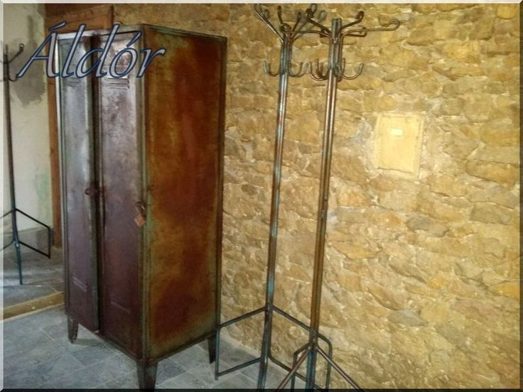 Loft bútor, lemezszekrény, öltözőszekrény, ruhafogas