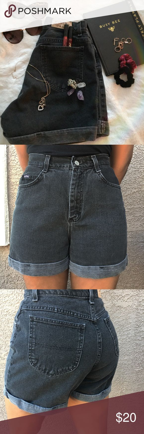 🖤Black high waisted jean shorts🖤 Super cute and comfy high waisted black denim shorts with deep pockets in front and back. Really great condition and only worn for pictures. Would be super cute with tights this fall 🍂🍁🎃 Riders by Lee Shorts Jean Shorts