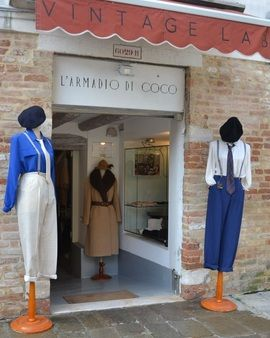 This place has some beautiful vintage items. L'Armadio di Coco Vintage Lab, Vintage Shop in Venice, Consignment Shop in Venice