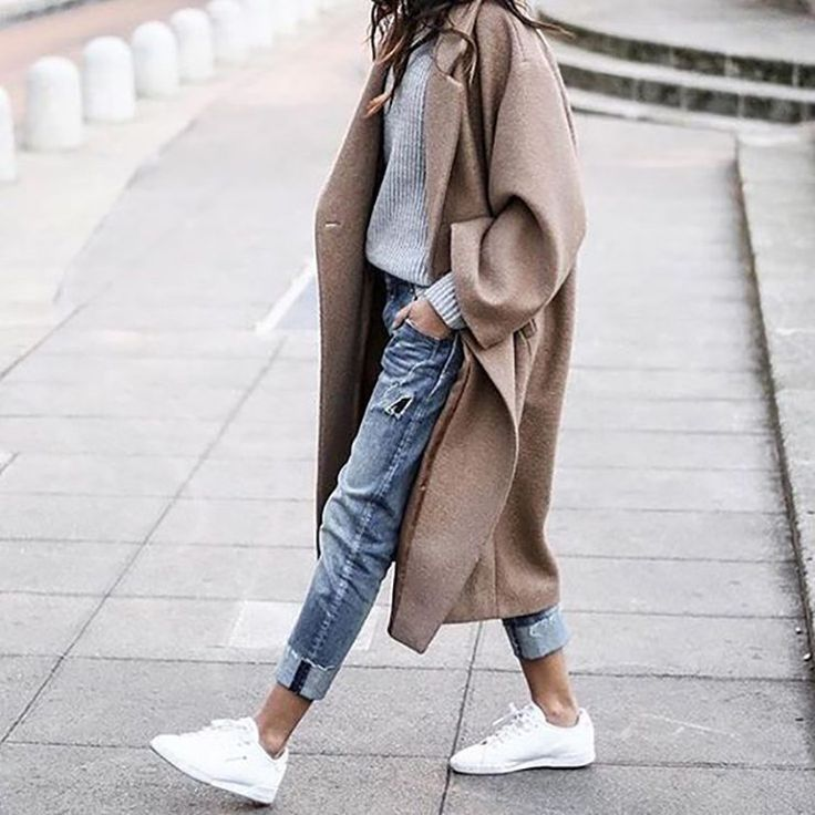 Fall winter | Camel coat | What to wear this fall | Roll up jeans | White sneakers | Sweater | More on Fashionchick