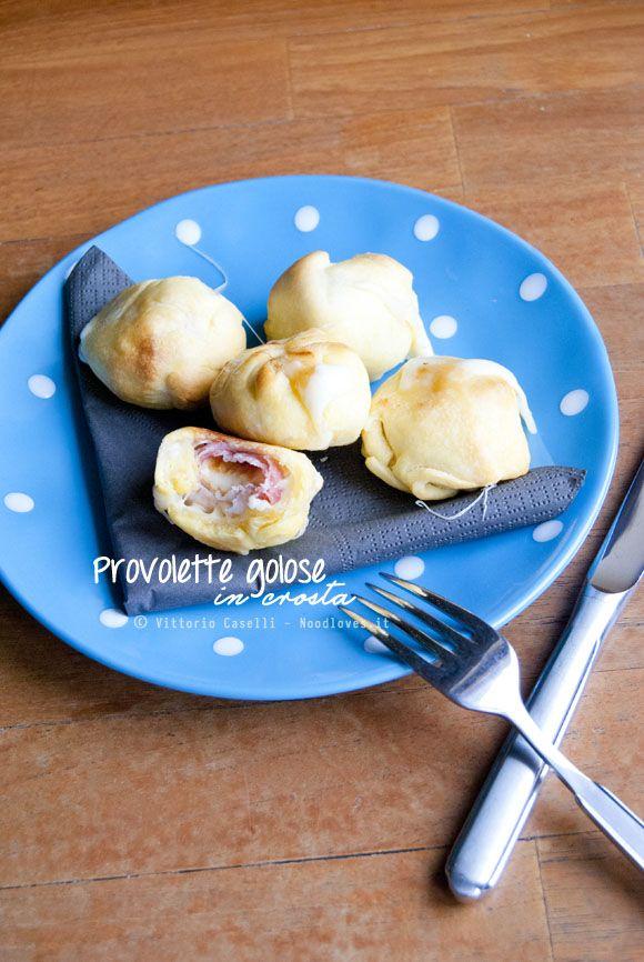 Un antipasto semplicissimo da preparare e dal sapore indescrivibile, non potrete più farne a meno! Provolette affumicate con pancetta in crosta brisée.