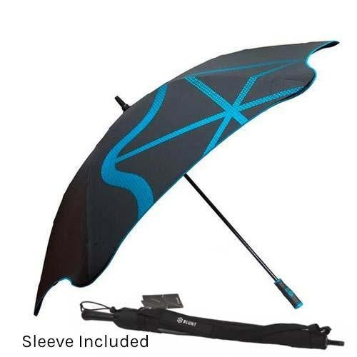 The BLUNT™ Golf_G1 is the ultimate performance golf umbrella for carrying around the golf course. Don't let the unpredictable weather ruin your game. The G1 high performance sports umbrella has a fibreglass shaft, ergonomic sports handle and comes in a stylish carry sleeve so you can sling it over your shoulder. All BLUNT™ umbrellas are a revolution in umbrella design creating an aerodynamic robust canopy structure, making BLUNT™ the ultimate defense against the elements.   Patented BLUN...