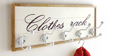 Auch einfach gehaltene Garderoben punkten mit Vielseitigkeit. Die einzelnen Haken bieten wahlweise Schlüsseln, Taschen oder Jacken und Mänteln Platz (Foto: Heine)