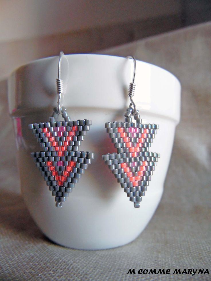 Boucles d'oreilles perles Miyuki triangles Boucles d'oreilles tissée main indien huichol Roses et gris : Boucles d'oreille par m-comme-maryna