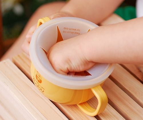 4 WAY SNACK CUP for babies & toddlers! It's great to take it out with you. Available at www.kidsberry.com.au