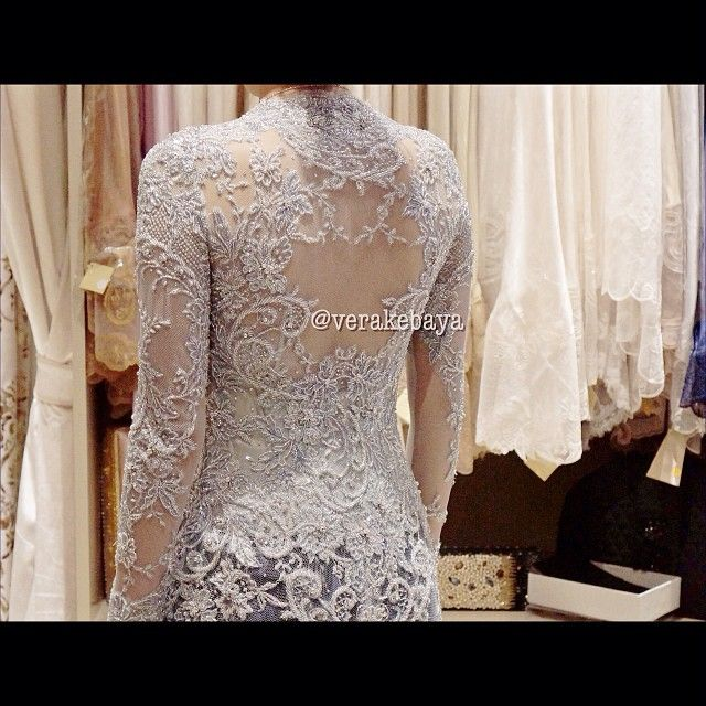 Fitting #kebaya #pengantin #wedding #weddingdress #reception #perkawinan #bride #backdetails #lace - verakebaya @ Instagram