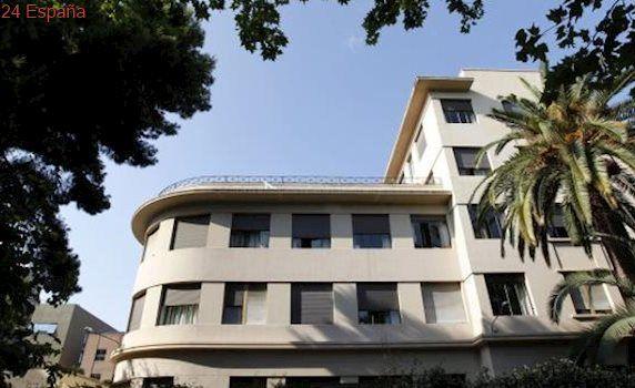 Unos cuarenta okupas «asaltan» el Colegio Mayor Luis Vives y diez de ellos acceden a su interior