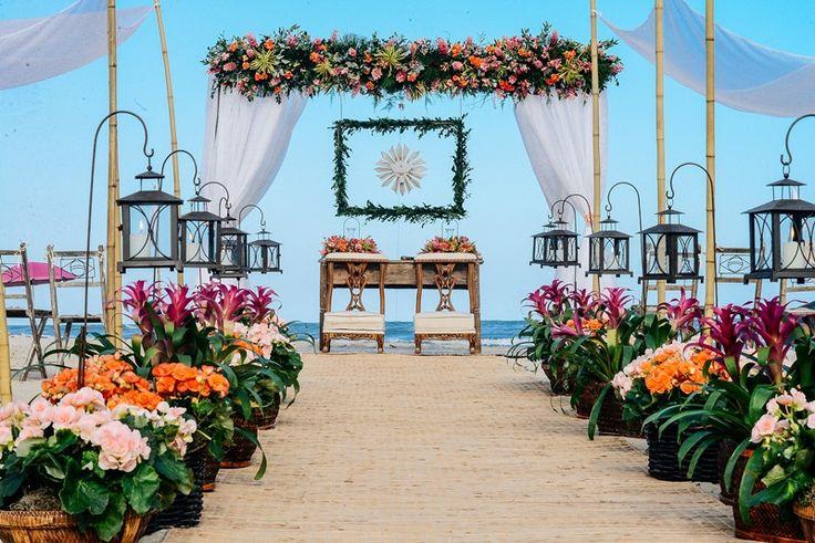 Casamento na Praia: cerimônia com os pés na areia