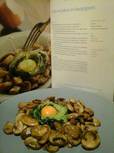 Nestje van paksoi en champignons