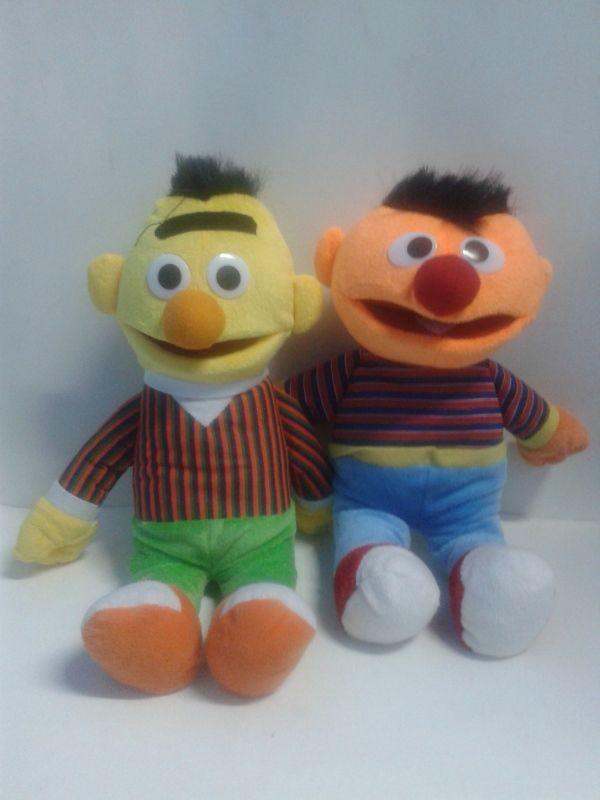 Para una fiesta de Plaza Sésamo, regala a los chicos peluches de Beto y Enrique como sorpresa. #Peluches #DecoracionFiestas
