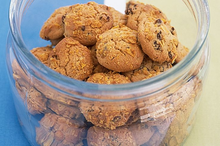 Everyone will struggle to keep their hands out the cookie jar when you make these more-ish biscuits http://www.taste.com.au/recipes/2794/cornflake+cookies #jar #cookies