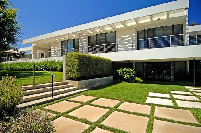 Modern House in Bel Air by Archibald Quincy JonesDesignRulz2 September 2013This modern house was designed by Archibald Quincy Jones in 1965. Located in Bel Air, Los Angeles, on a prime cul-de-sac, th... Architecture