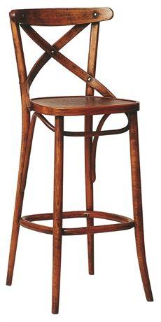 No 150 från Ton finns även som stol. En serie med rustik design och kan väljas helt i trä eller med kläddsits. #barstolar #dialoginterior