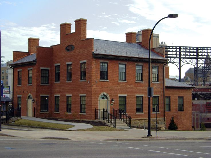 Braun & Steidl Architects : Built in approximately 1836, the house was the home of the Resident Engineer of The Northern Division of the Ohio & Erie Canal. It is believed to be the only High Federal Style building remaining in Akron.