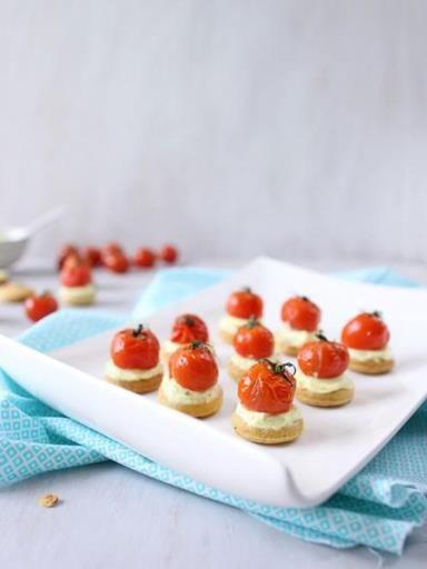 Sablés apéritifs ricotta et tomates cerise rôties : Recette de Sablés apéritifs ricotta et tomates cerise rôties - Marmiton