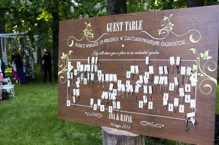 Enchanted garden wedding ceremony decor. artsize.pl