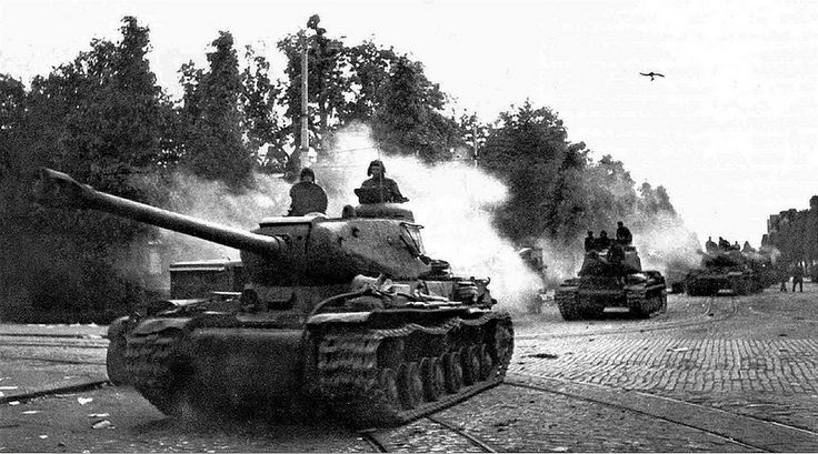 Soviet heavy tanks IS-122 entering into Viipuri (Vyborg), … | Flickr
