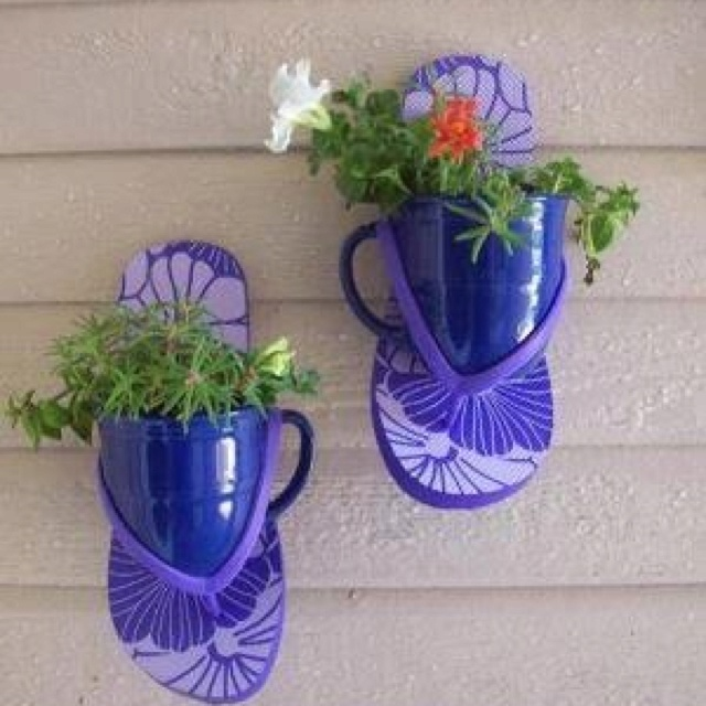 Cute outdoor decorating idea for a beach house. Now, just to get the house. :-)