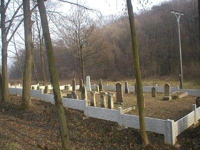 Opravený židovský cintorín.
