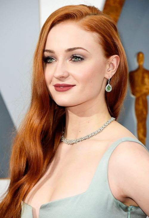 Sophie Turner attends the 88th Academy Awards Ceremony