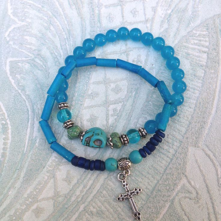 Blue jade bracelet with glas beads and turquoise skull