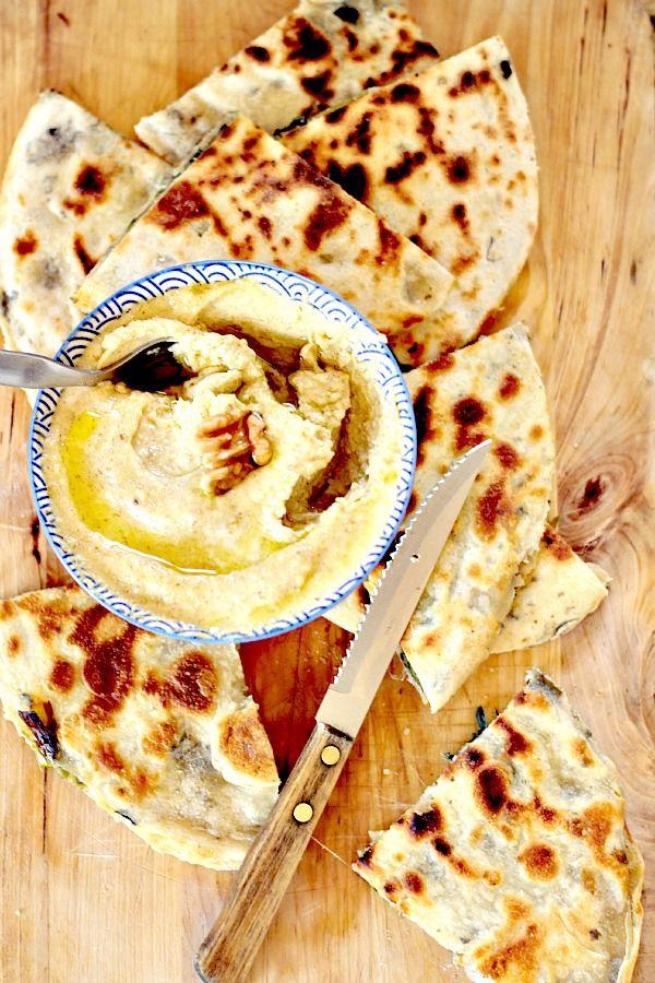 Galettes au yaourt de chèvre & algues toastées au beurre de noix et oignons rôtis {et le Printemps est là }