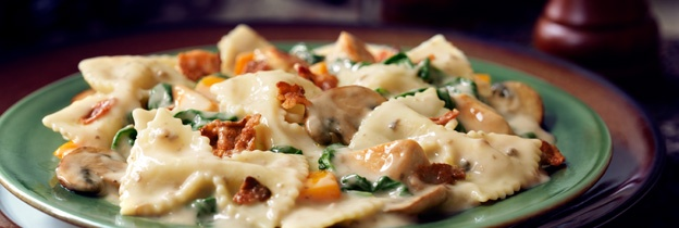 Farfalle with chicken and bacon with spinach and mushrooms   – Food