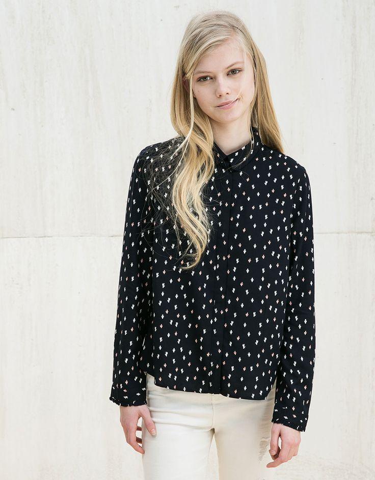 Blusa BSK estampada y puño fruncido - Camisas - Bershka