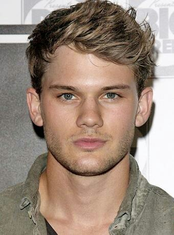 Jeremy Irvine is Daniel Grigori in Fallen!