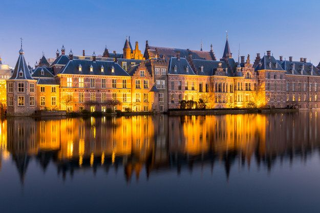 Hogwarts? | 21 Magical Places You Won't Believe Are In The Netherlands It's actually the Hofvijver in The Hague, a gorgeous pond surrounded by the Dutch parliament buildings. There's even a little tower where the prime minister has his office. Not a bad workplace, right?