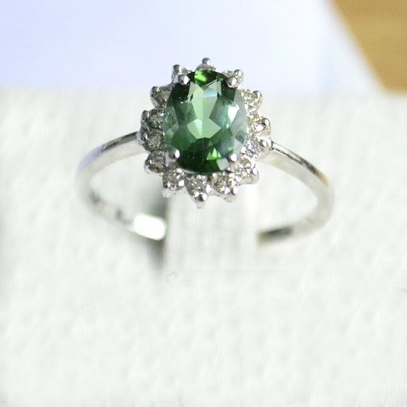 Oval-Cut Tourmaline E-Ring (2cts) (Credits: photo from stevejewelry [etsy])