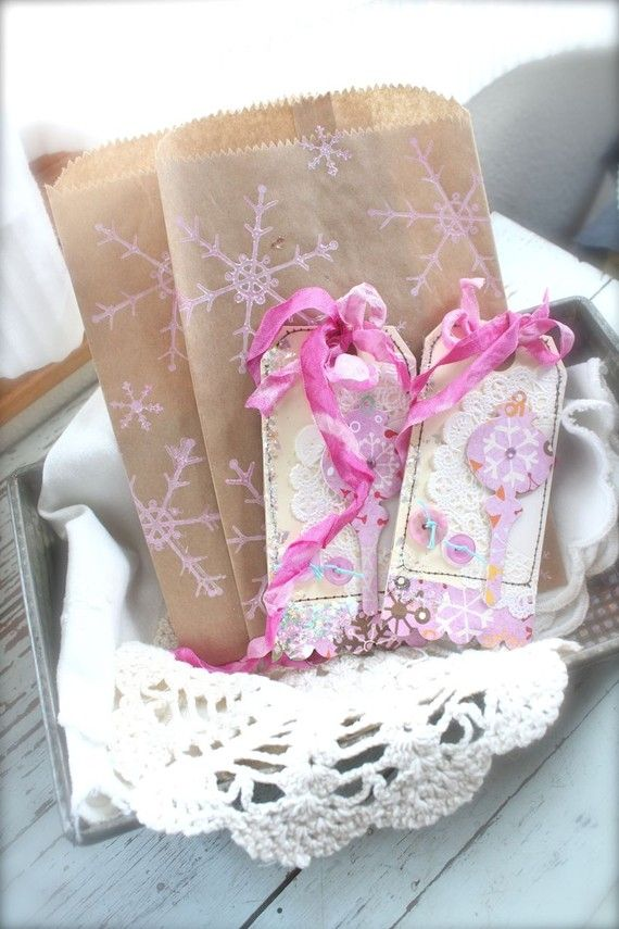 decorated tags: Awesome Diy, Brown Paper Bags, Bags Cards, Christmas Crafts, Doilies, Crafts Day, Brown Bags, Tags Bags Boxes, Decor Tags