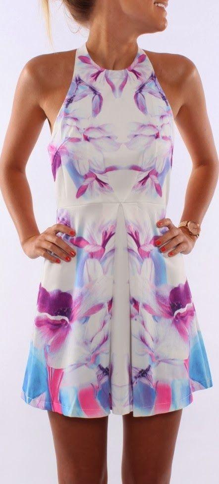 vestido colorido curto - http://vestidododia.com.br/dicas/vestido-para-as-magrinhas/